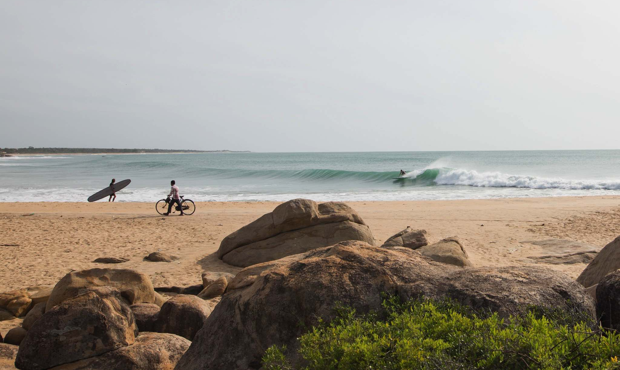Sri-Lanka-Surf-Cafe-Surfshop-Hikkaduwa-Gallery-sliding-the-point